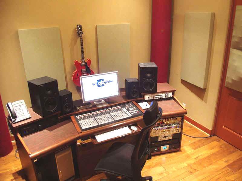 Контрольная комната студии звукозаписи 117